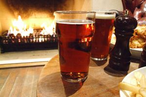 pub-dinner-by-warm-fire---soft-light-725708-m